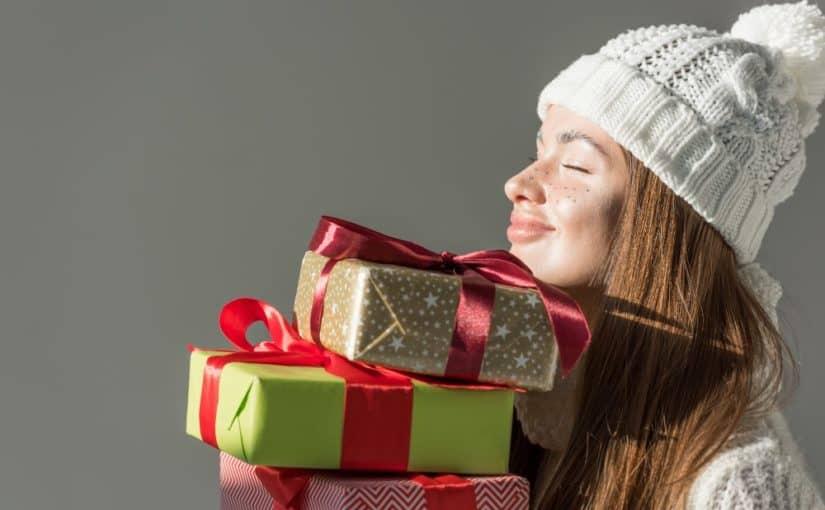 3 idéer til julegaver til hende, der går op i skønhed og mode