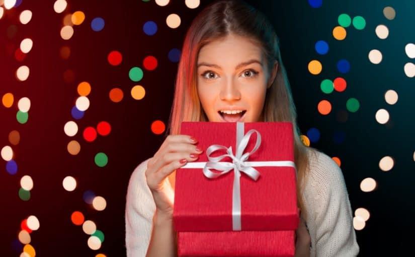 Giv hende pynt til hjemmet eller nyt tøj i julegave, så går du aldrig galt i byen