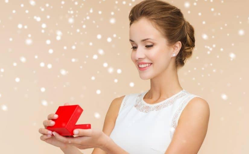 Giv hende smukke smykker fra Pilgrim i julegave